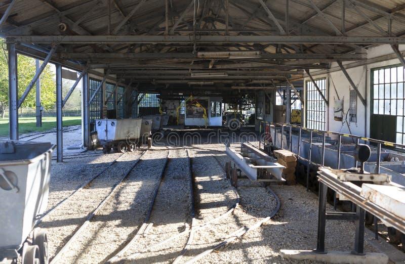 Il corridoio del wagin della miniera in una miniera abbandonata nel villaggio di Oroszlany immagini stock