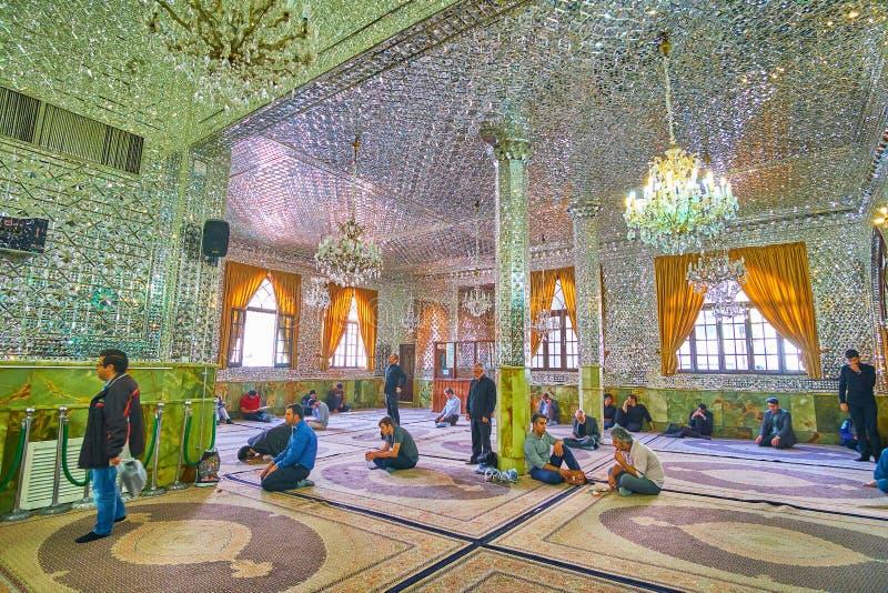 Il corridoio dello specchio di Imamzadeh Saleh Holy Shrine, Teheran, Iran fotografia stock libera da diritti