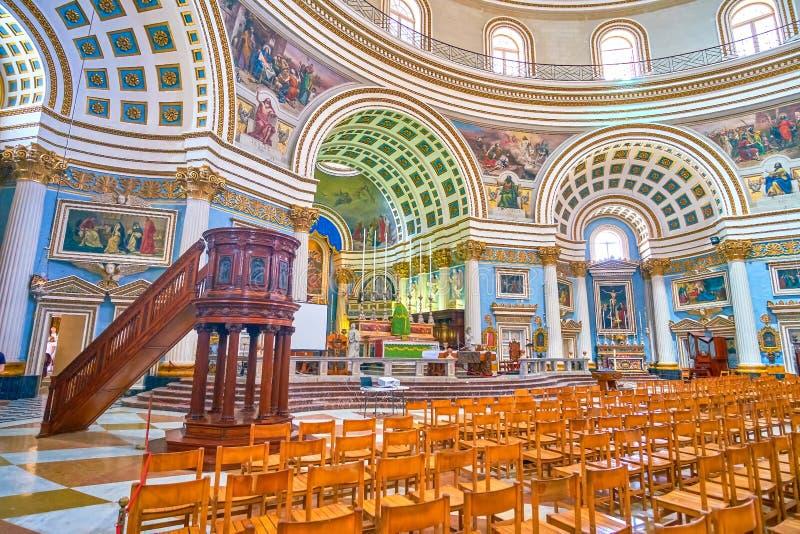 Il corridoio enorme di preghiera di rotunda nella città di Mosta, Malta fotografia stock