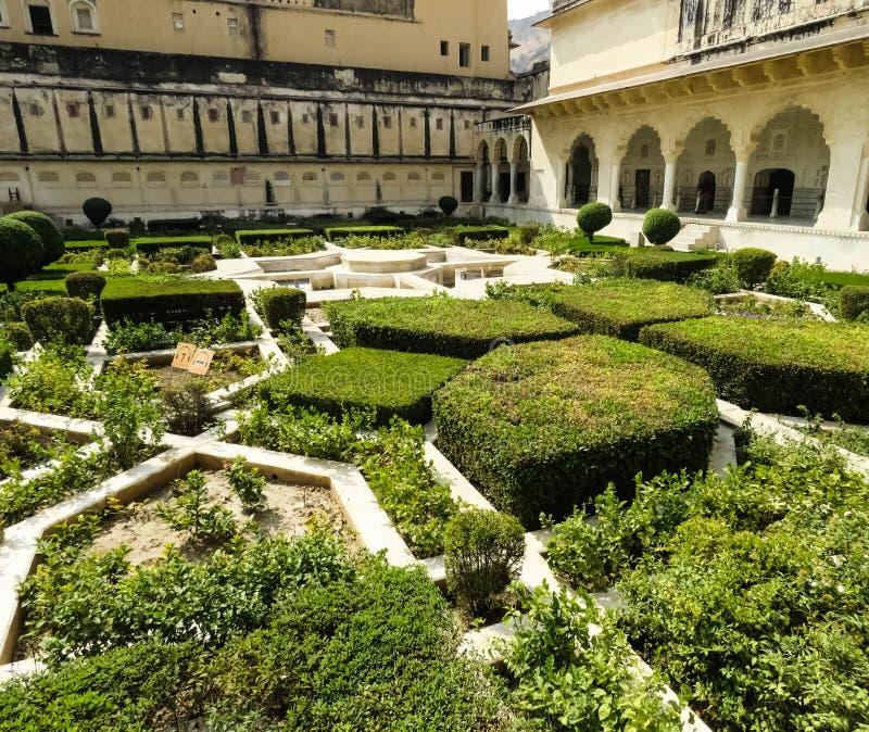 Il cortile dentro la fortificazione ambrata famosa fotografie stock libere da diritti