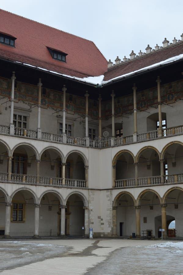Il cortile interno di rinascita del XVI secolo al castello di Wawel, Royal Palace a Cracovia fotografia stock libera da diritti