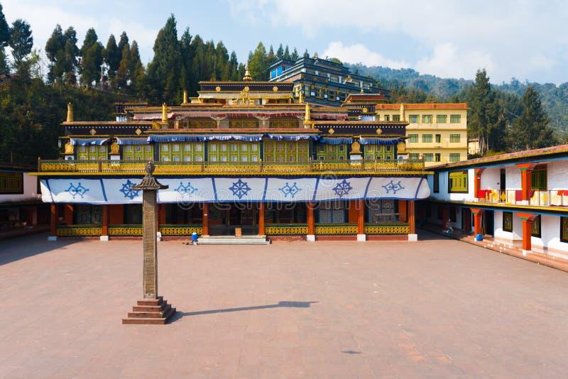 Cortile del monastero di Rumtek vuoto fotografie stock