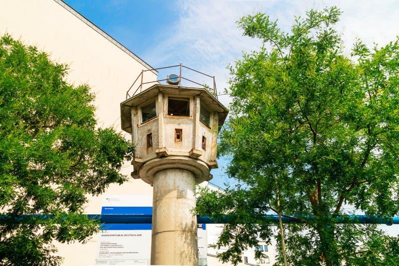 """Il cosiddetto ` """"panoramic della torre di osservazione ha lasciato a partire dai giorni della guerra fredda a Berlino fotografia stock libera da diritti"""