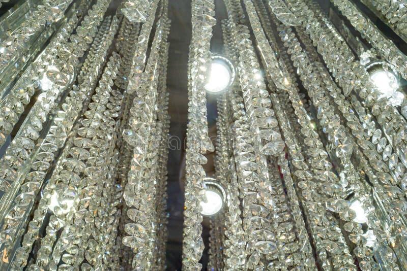 Il cristallo del candeliere è al giorno d'oggi un desi decorativo della lampada immagine stock
