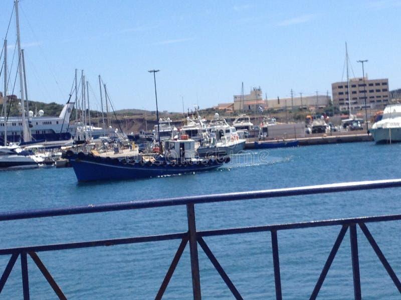 Il crogiolo di nave vede il porto dell'estate fotografia stock libera da diritti