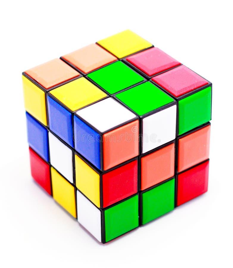 Il cubo dei rubik rimescolati immagine stock