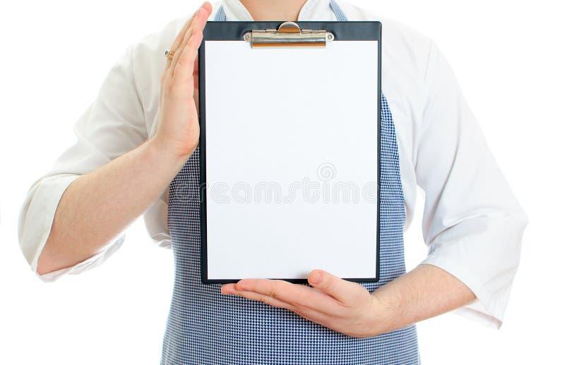 Il cuoco maschio del cuoco unico passa il documento della tenuta fotografia stock