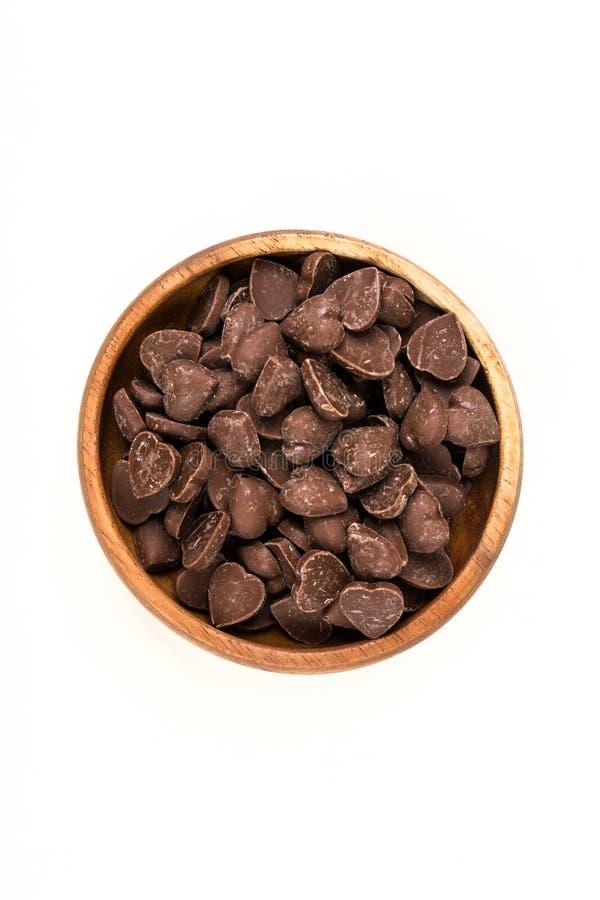 Il cuore della caramella di Brown ha modellato i pezzi del chip del cioccolato al latte fotografie stock
