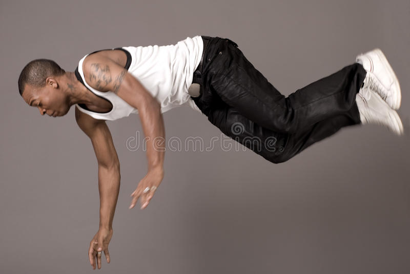 Il danzatore che salta al pavimento fotografie stock