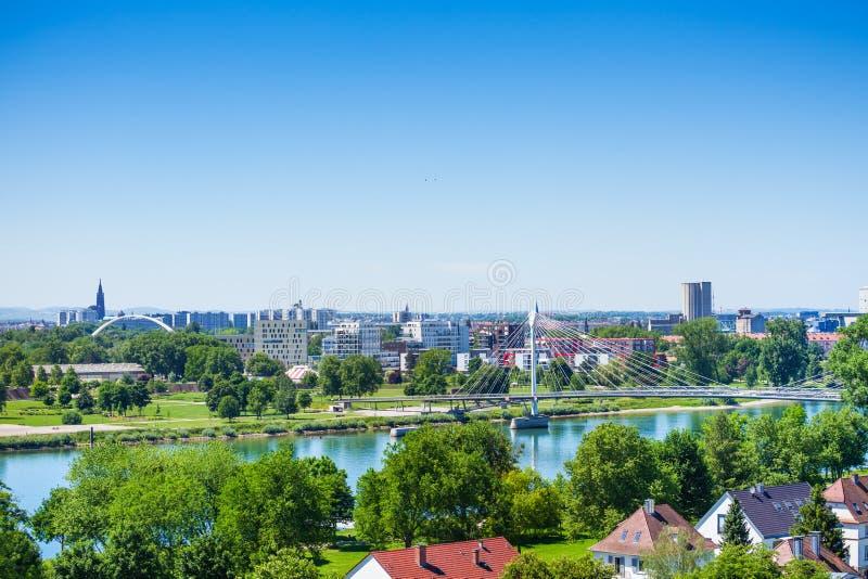 Il DES Deux di Passerelle e di Strasburgo Rives da Kehl immagine stock