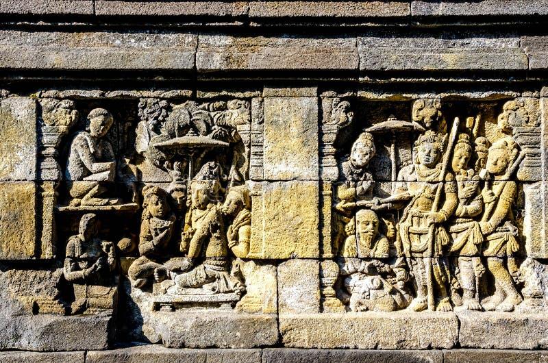 Il dettaglio del buddista ha scolpito il sollievo in tempio di Borobudur a Yogyakarta, Java, Indonesia immagine stock