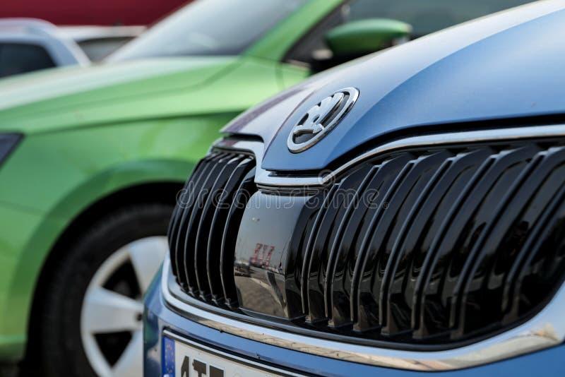 Il dettaglio di una griglia delle automobili moderne di Skoda Fabia ha mostrato alla gestione commerciale a Ostrava-Poruba fotografia stock libera da diritti