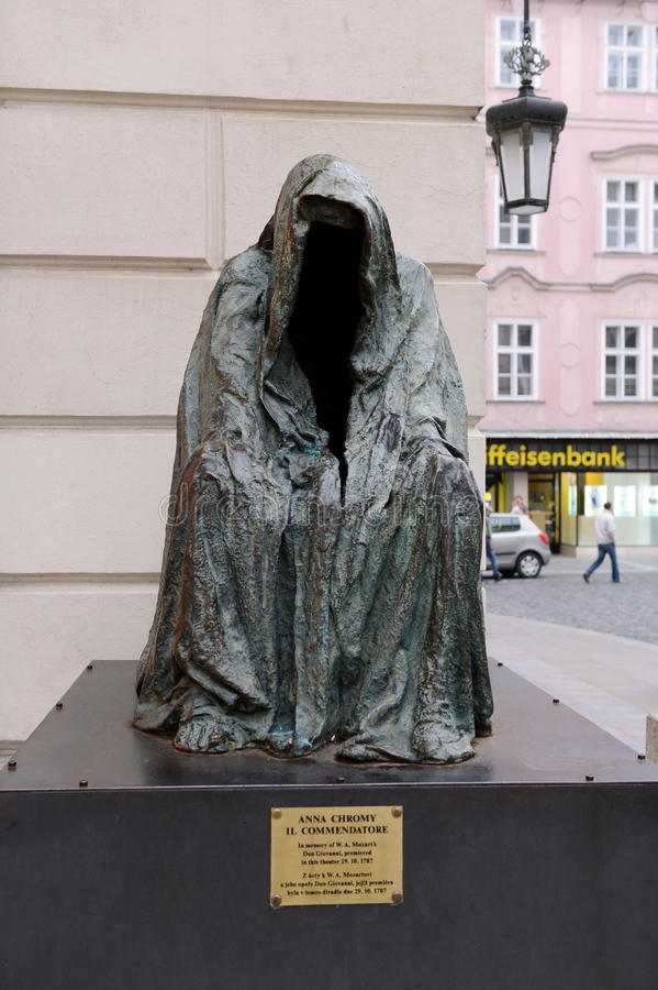 Il ` di comandante del ` della scultura installato in memoria del prima nel ` del ` s di Mozart di opera del teatro delle proprie immagine stock libera da diritti