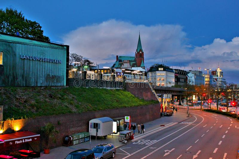 Il ¼ di Landungsbrà cken nella notte fotografia stock libera da diritti