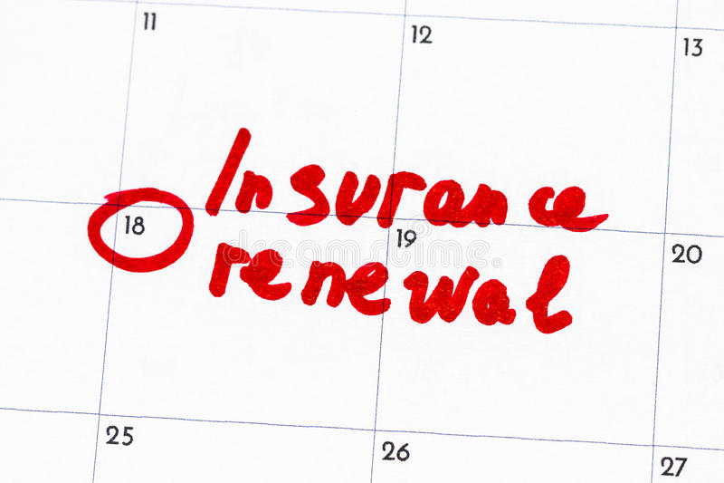 il ` di rinnovamento di assicurazione del ` è il testo scritto sul calendario in indicatore rosso fotografie stock libere da diritti