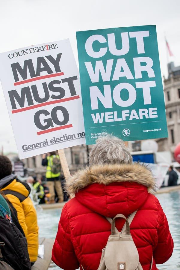 Il dimostrante con il manifesto alla Gran-Bretagna ora è rotto elezione generale/demonstratio a Londra immagini stock libere da diritti