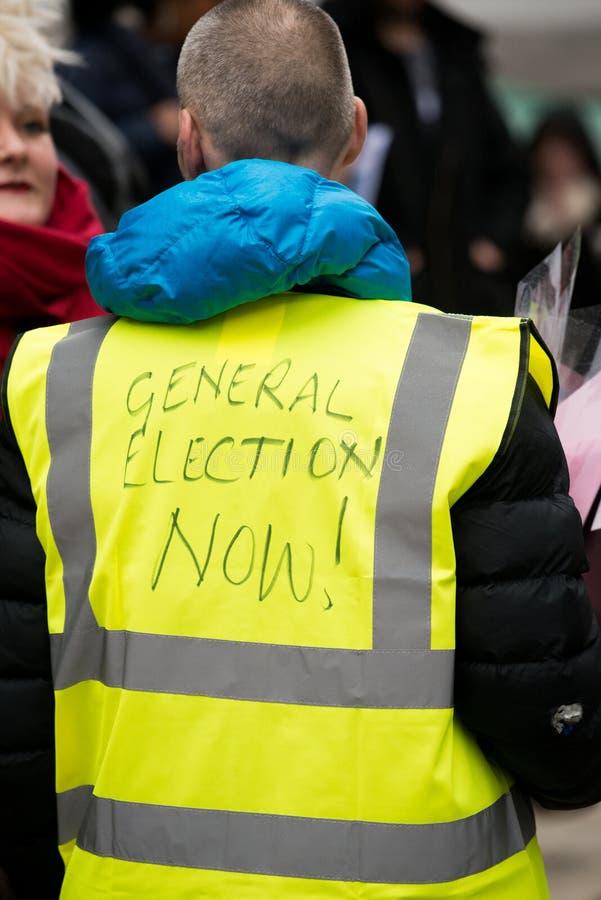 Il dimostrante giallo della maglia alla Gran-Bretagna ora è rotto elezione generale/dimostrazione a Londra fotografie stock libere da diritti