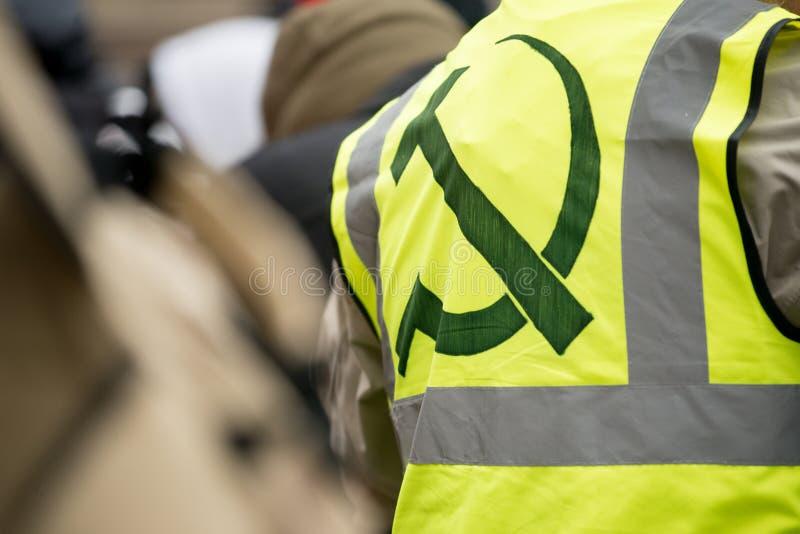 Il dimostrante giallo della maglia alla Gran-Bretagna ora è rotto elezione generale/dimostrazione a Londra fotografia stock libera da diritti