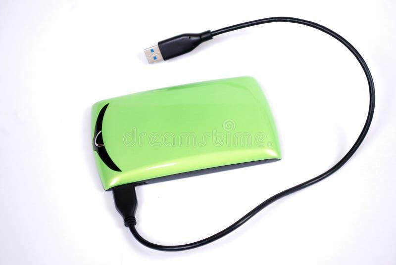 Il disco rigido portatile per il computer con il cavo collegato su un fondo bianco fotografia stock