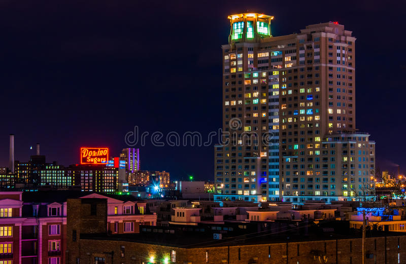 Il domino zucchera la fabbrica ed i condomini di HarborView alla notte f fotografia stock libera da diritti