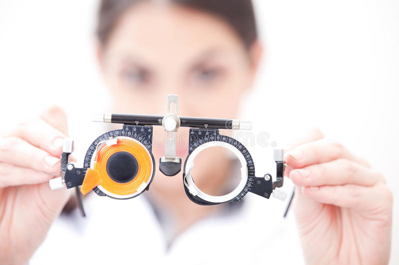 Il dottore In Ophthalmology Clinic fotografia stock