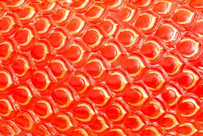 Il drago rosso riporta in scala il fondo o lo stucco del serpente immagini stock libere da diritti
