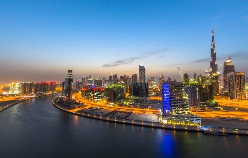 Il Dubai del centro, tramonto immagini stock libere da diritti