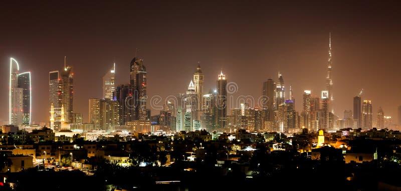 Il Dubai entro la notte fotografia stock