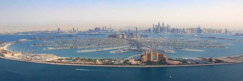 Il Dubai il porticciolo EA di panorama dell'hotel di Atlantide dell'isola di Jumeirah della palma fotografia stock libera da diritti