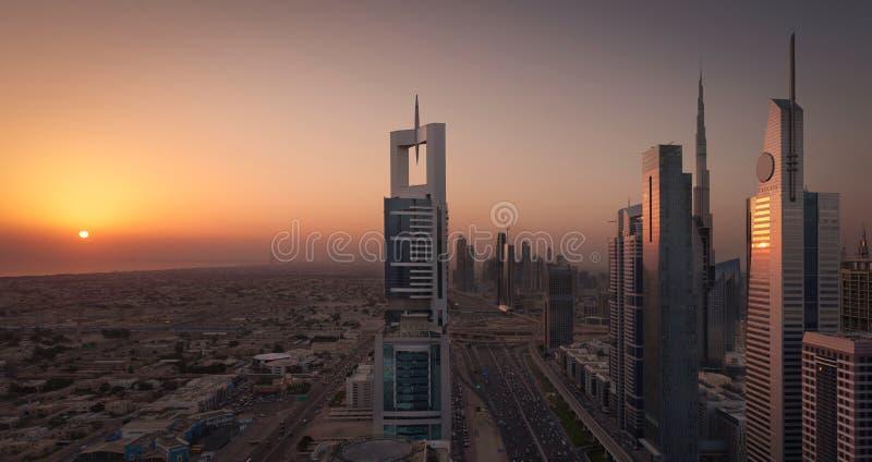 Il Dubai Shiekh Zayed Road Sunset fotografie stock