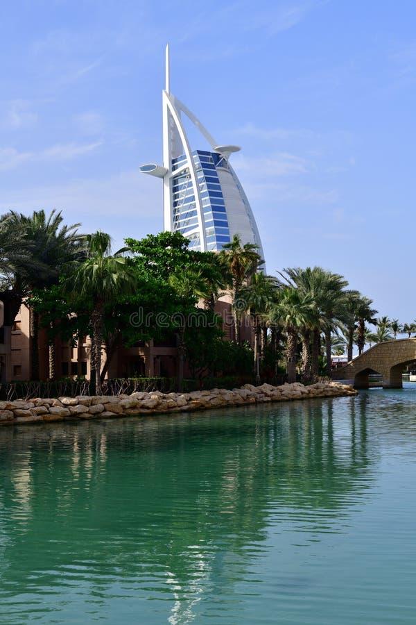 Il Dubai, UAE - 8 aprile 2018 Burj Al Arab Jumeirah - albergo di lusso fotografie stock libere da diritti