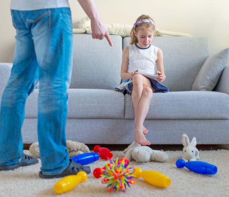 Il est temps de nettoyer vos jouets ! image stock