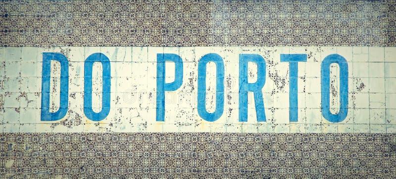 Il ` fa il  di Porto†scritto in vecchie mattonelle portoghesi tradizionali nella città di Oporto, Portogallo fotografie stock