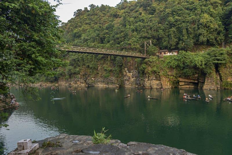 Il famoso ponte Dawki sul fiume Umngot, Meghalaya, India fotografie stock