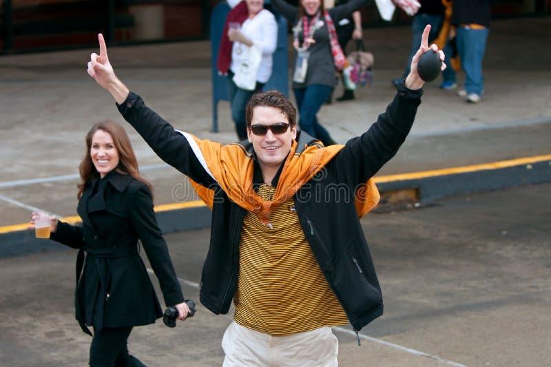 Il fan del Missouri rende a numero un gesto prima della partita decisiva di sec fotografie stock libere da diritti