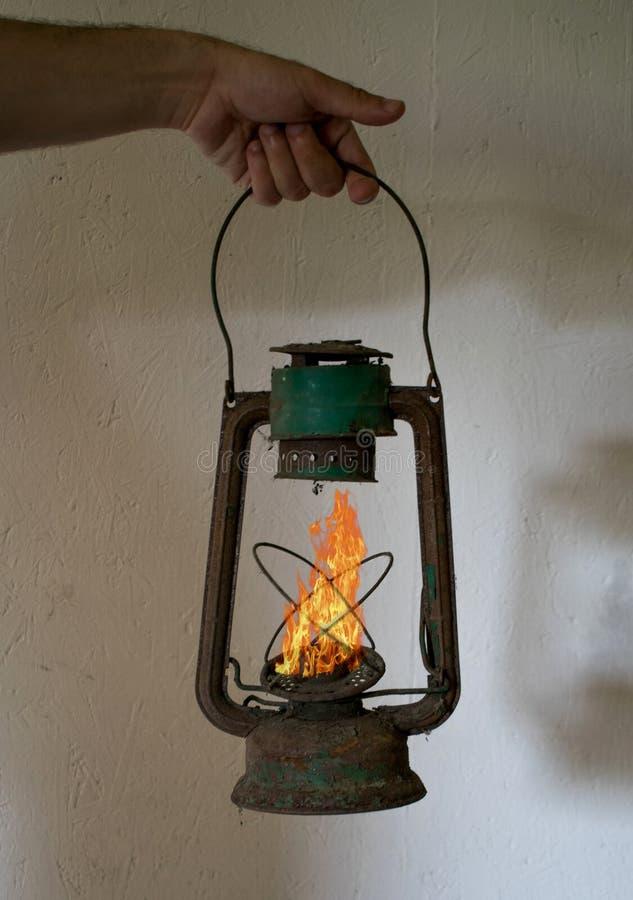 Il fantasma di una fiamma Una vecchia lampada di gas immagine stock libera da diritti