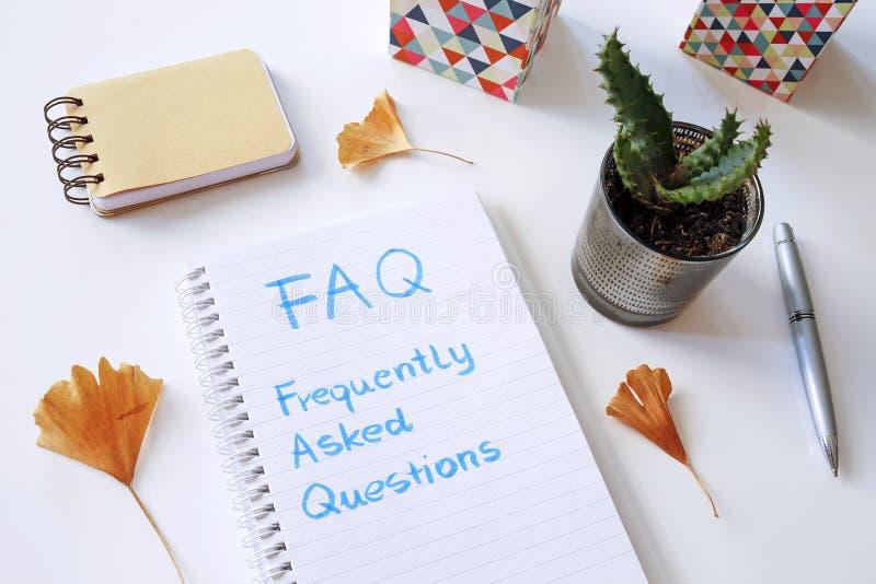 Il FAQ ha fatto frequentemente le domande scritte in taccuino fotografia stock