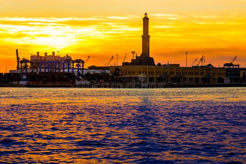 Il faro di Genova ha chiamato Lanterna al tramonto, Italia immagine stock