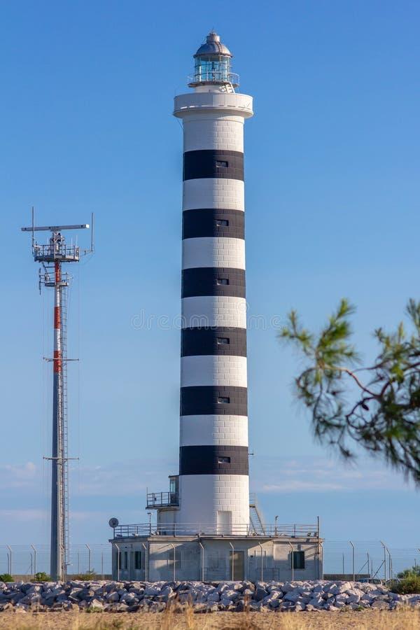 Il faro di Piave Vecchia è situato alla bocca del Sile, ha chiamato, precisamente, il porto di Piave Vecchia, nel municipa fotografia stock libera da diritti