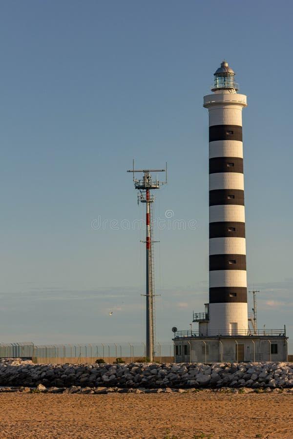 Il faro di Piave Vecchia è situato alla bocca del Sile, ha chiamato, precisamente, il porto di Piave Vecchia, nel municipa fotografia stock