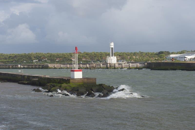 Il faro e l'allerta si elevano in Anglet (Francia), la baia di Bisc immagine stock