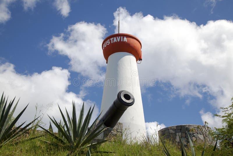 Il faro ed il vecchio cannone sopra Gustavia Harbor, st Barths, francese le Antille fotografie stock