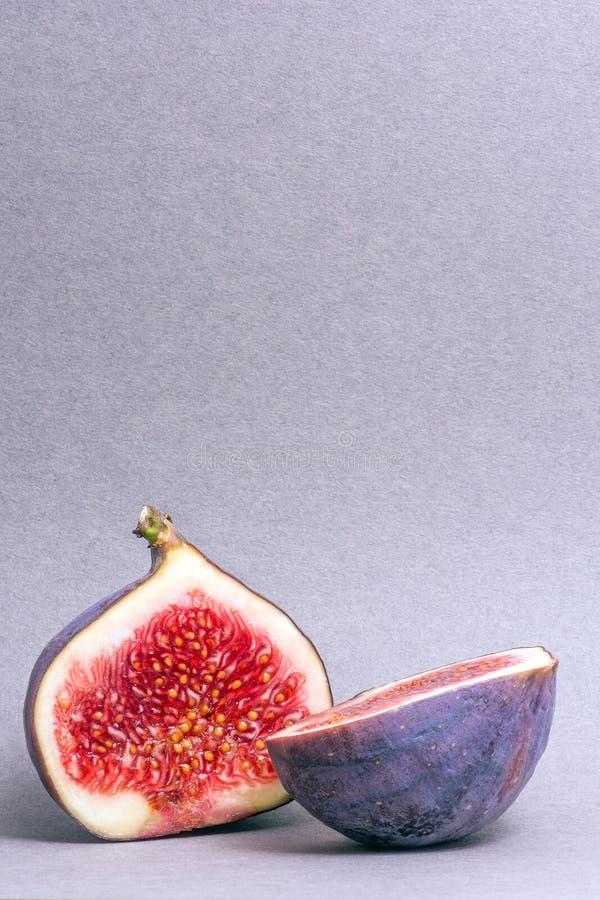 Il fico incide due parti Frutta sugosa Colori luminosi Copyspace fotografia stock libera da diritti