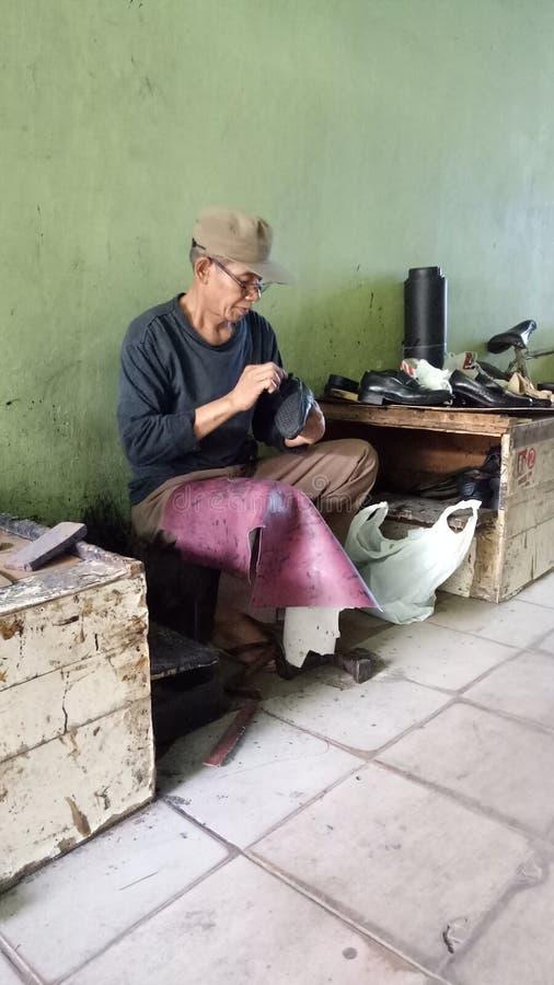 Il fissatore della scarpa fotografia stock libera da diritti