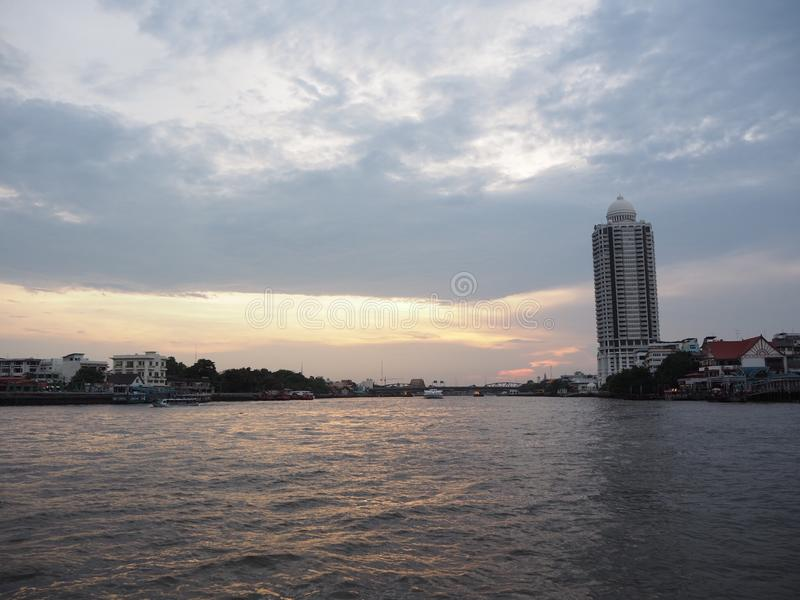 Il fiume è si rilassa immagini stock libere da diritti
