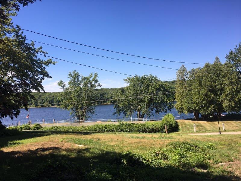 Il fiume Connecticut e montagne fotografie stock libere da diritti