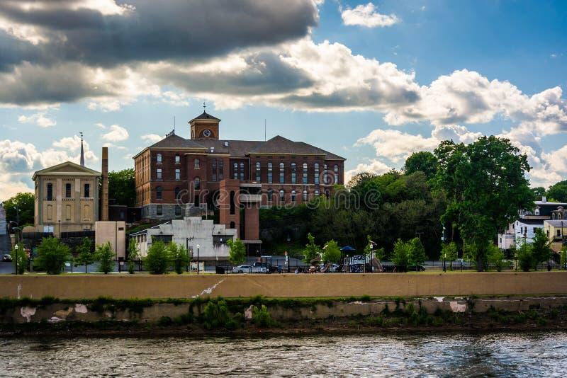 Il fiume Delaware e le costruzioni in Easton, Pensilvania fotografie stock