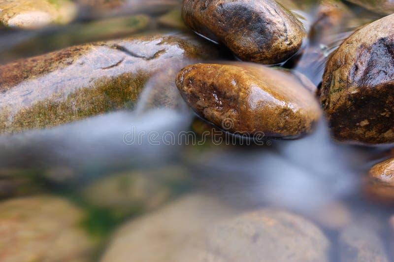 Il fiume della montagna immagini stock