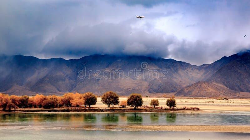 Il fiume di Brahmaputra fotografie stock libere da diritti