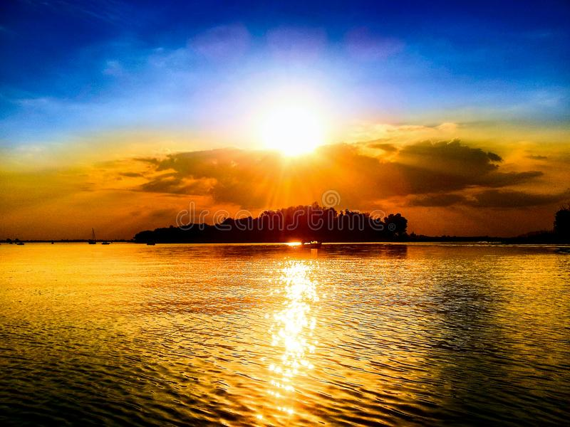Il fiume di Dnieper al tramonto fotografia stock libera da diritti